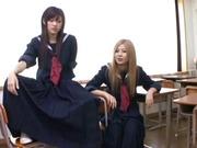 Japanische Lesben reifen und Schulmädchen